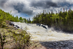 Jour de fte nationale / National holiday of Qubec (BLEUnord) Tags: rivire river sagard saguenay bassaguenay qubec 24juin fte province nationale nature paysage landscape canon eos rebel t4i nuageux cloudy nuages clouds chte falls