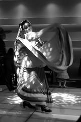 Piecitos (Momoztla) Tags: mexico momoztla ixtapaluca salon punta azul baile mujer bailando vetido movimiento blanco y ngreo black white