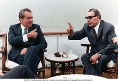 NA012748 (ngao5) Tags: two people male history war european president american soviet prominentpersons government leader russian premier twopeople coldwar richardnixon diplomacy northamerican headofstate leonidbrezhnev governmentofficial politicalleader caucasianethnicity easterneuropeandescent easterneuropeanculture