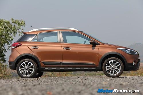 2015-Hyundai-i20-Active-14