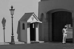 DSC_0431 (mariajoseruiz1966) Tags: blackandwhite blancoynegro shadows guard monaco sombras guardia