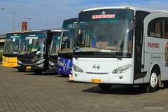 Rest Time (Fadillah Akbar) Tags: bus mercedesbenz hino bismania busmania jetbus