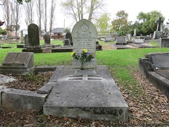 Grave of Frederick and Jane JACKSON & memorial to 2 sons killed in action WW1. All died within 14 months (SandyEm) Tags: jackson devonport killedinaction 8may2016 fejacksonandcompany wmcarthurandco earlyaucklandbusiness