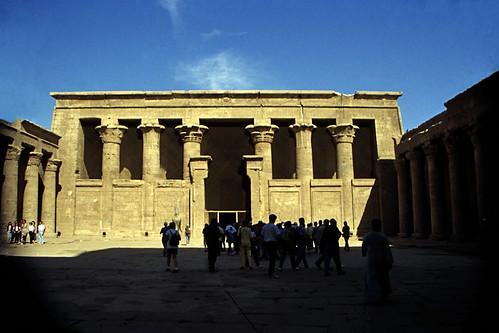 "Ägypten 1999 (176) Im Tempel von Edfu • <a style=""font-size:0.8em;"" href=""http://www.flickr.com/photos/69570948@N04/27247631963/"" target=""_blank"">View on Flickr</a>"