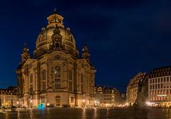 Elektro-Rikscha (im Hintergrund die Frauenkirche) (ingoal18) Tags: dresden frauenkirche night nacht nachtaufnahme blue langzeitbelichtung longexposure