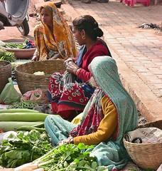 INDIEN , india , unterwegs nach Varanasi, am Rand der Strae, 14261/7126 (roba66) Tags: indienunterwegsnachvanarasi menschen people leute frau woman portrait aufdenstrasen indianlife