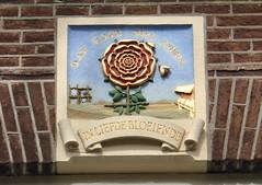 Amsterdam - Gevelsteen In Liefde Bloeiende (tineke franssen) Tags: netherlands amsterdam jordaan noordholland egelantiersgracht gevelsteen liefdebloeiende