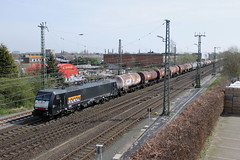 E-loc 189 098-7(Emmerich 12-4-2015) (Ronnie Venhorst) Tags: railroad holland train canon deutschland eos rebel d nederland siemens eisenbahn rail railway zug bahnhof cargo 64 railwaystation 1200 loc mm t3 es bahn f4 trein spoor duitsland 1100 189 spoorwegen lok treinen 098 spoorweg nederlandse 2015 emmerich ketel elok 1435 eloc locon emmerik 1100d materieel ketels ketelwagen keteltrein eos1100d spoormaterieel eos1100 boboel