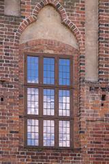 Window reflections (Infomastern) Tags: cloud building window ystad fnster byggnad
