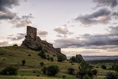 Atardecer en los Tronos (A.Coleto) Tags: game verde atardecer torre guadalajara paisaje nubes alegria juego castillo zafra tronos lucroit