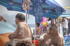 sotto l'ombrellone (eliobuscemi) Tags: beach colors spiaggia personaggi ombrellone conversazioni