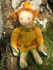 Prinzessin Penelope_12052016_an Birke (Puppenhandwerk Prsch) Tags: handmadeclothdoll clothdoll organicdoll waldorfdoll steinerdoll prinzessinpenelope danieladrescher urachhaus companiondoll dollmaker dollmaking