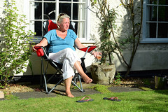 Sam (Bob Hawley) Tags: suffolk saxmundham england summerholidays people family nikond7100 women nikon50mmf14 gardens