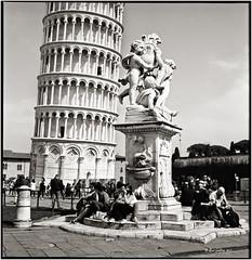 Torre pendente di Pisa_Rolleiflex 2.8E (ksadjina) Tags: italy 6x6 film analog blackwhite scan pisa toscana silverfast kodak100tmax rolleiflex28e nikonsupercoolscan9000ed carlzeissplanar80mmf128