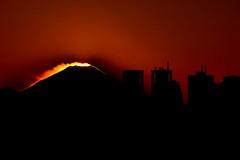 Mount Fuji at sunset (steffie.1982) Tags: sunset red panorama orange sun black japan skyline canon fire volcano lava tokyo zonsondergang shinjuku sonnenuntergang 300mm mountfuji fujisan nippon fuego 70300mm tamron feuer mtfuji blackorange tokio glut volcan vulkan vulkaan vuur tamron70300mm canon600d tamronaf70300mm456dispvcusd