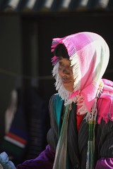 Portrait with scarf pink (_agnes_l) Tags: china canon asia candid streetphotography streetlife tribes dslr nocrop chine streetportraits streetphotocolor streetphotocolour