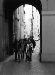 Sightseers in Prague (holtelars) Tags: blackandwhite bw 120 film monochrome analog mediumformat 645 prague pentax praha tourists 200iso czechrepublic analogue 6x45 czechia foma f35 pentax645 filmphotography rodinalspecial 150mm fomapan fomapan200 classicblackwhite 645n smcpentaxa homeprocessing fomapan200creative filmforever r09spezial larsholte compardr09spezial
