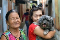 ladies with happy dog (the foreign photographer - ) Tags: ladies two dog portraits thailand happy nikon bangkok neighbors bang bua khlong bangkhen d3200 apr302016nikon