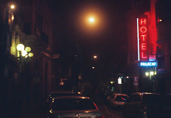 Pentax k1000 (fiumartinelli) Tags: film sign analog 35mm dead uruguay photography hotel is neon fuji pentax k1000 superia vieja ciudad fujifilm mm montevideo fotografia 35 800 analogica xtra fujicolor