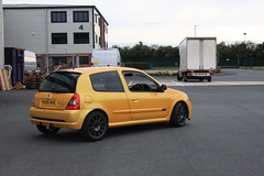 LY 182 27-06-16 018 (AcidicDavey) Tags: yellow clio renault liquid 182 renaultsport