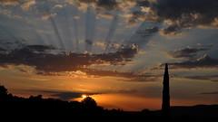 Coucher de soleil (giarmoleol) Tags: soleil nikon ciel rayon coucherdesoleil d90 peynier 1685vr