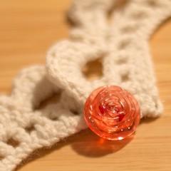 Nueva entrada en el blog: 'Descubriendo el ganchillo'www.nkawaiproductions.blogspot.com (nkawai) Tags: rose vintage crochet retro button translucid plasic