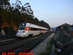 ESTACION DE UXES (asannei) Tags: train tren rail railway estacion ferrocarril renfe adif ffcc 598 automotordiesel