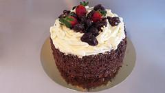 Nid de Pâques à ma façon. (Claire Coopmans) Tags: cake belgium belgique chocolate ganache fraise chocolat chantilly pralines gâteau pâtisserie