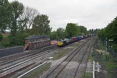 Freightliner 66540 on Garston FLT-Southampton at Banbury 19-May-16 (metrovick) Tags: signalbox freighttrain freightliner class66 emd bambury semaphoresignals containertrain signalcabin jt42cwr emdexportloco