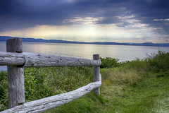 Darkness and light at Forillon (Danny VB) Tags: park light sunset summer sky cloud mountain canada clouds canon fence landscape darkness quebec august 7d gaspesie forillon 2015 darknessandlight sigma30mm14 tengaspsie