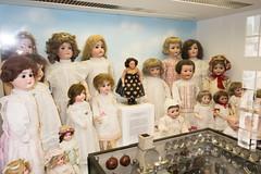 Wall of antique dolls (quinet) Tags: germany munich toy deutschland dolls antique allemagne spielzeug toymuseum jouet ancien puppen antik spielzeugmuseum poupes musedujouet 2013