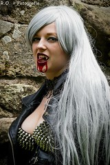 Vampir / Vampire (R.O. - Fotografie) Tags: sexy girl leather lumix funny outdoor vampire gothic panasonic ruine lustig shooting frau fz 1000 leder dmc fakeblood vampir churchruin kunstblut peopleshooting kirchruine vampirshooting fz1000 nietenbh dmcfz1000 vampireshooting
