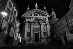 Mausoleum Graz (CHCaptures) Tags: old city blackandwhite building monochrome architecture night nacht outdoor alt mausoleum architektur graz gebude schwarzweis sonyilce7 sel2470z
