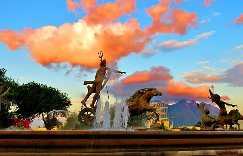 El Rey Neptuno acariciando nubes de fuego.