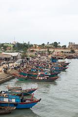 Bn Hi River, Vietnam (Quench Your Eyes) Tags: bnhiriver qungtrprovince vietnam vietnamese asia biketour southeastasia travel bnhiriver qungtrprovince fishermen boats localmarket fishingboats river