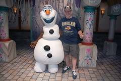 Olaf and I at DCA (GMLSKIS) Tags: california disney amusementpark anaheim dca californiaadventure disneycaliforniaadventure georgelandis