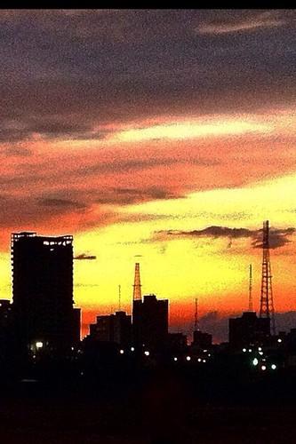 Silueta de Maracaibo al atardecer
