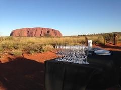 Coucher du soleil avec Uluru, juste à côté d'une chic réception