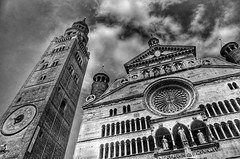 Duomo - Cremona (Arnzazu Vel) Tags: city bw tower art architecture italia cathedral catedral ciudad duomo middleages cremona torrazzo historicbuilding medievalcity edadmedia