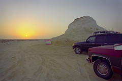 Zekreet Sunrise (Doha Sam) Tags: family camping friends film sunrise 35mm dawn nikon desert kodak iso400 scan negative 400 analogue wilderness fe portra coolscan qatar c41 portra400 nikonscan zekreet colorneg coolscan9000ed newportra colorperfect samagnew smashandgrabphotocom linearscan wwwsamagnewcom piccure