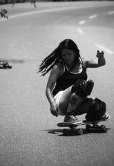 (Aaron Montilla) Tags: street shadow bw byn sports girl mouth nose calle eyes hands chica arms jean boobs sunday longhair sombra manos lips gravity ojos denim streetphoto labios earrings boca technique domingo camiseta deportes nariz kneepads brazos tecnica whitelines 2015 cabellolargo tatooed tetasgrandes fotografiacallejera cota1000 tankt tatuado sarcillos aaronmontilla 100extraos 1000msnm rodileras rayadoblanco