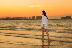 Daria 023 (Svetlana Kniazeva) Tags: park sunset portrait beach canon model dubai style photosession lifestylephotography 50mmf12l dubaiphotographer svetlanakniazeva photosessionindubai