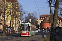Dreiteiler 1007 an der Haltestelle Hallerstraße in der Johannisstraße (Frederik Buchleitner) Tags: nuremberg tram streetcar vag nürnberg 1007 trambahn gt6n linie6 strasenbahn strasaboh