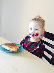 The kid (cale.johnsson79) Tags: white girl table pizza facepaint mime folksy