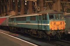 86221, London Kings Cross, September 2nd 2000 (Southsea_Matt) Tags: station train railway angliarailways class86 electriclocomotive londonkingscross testtrain 86221 e3132