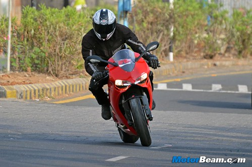 2015-Ducati-Panigale-899-11