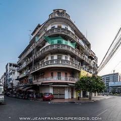 Building in Phnom Penh (Jeff Perigois) Tags: old city urban building heritage architecture asian asia center phnompenh goldenage oldarchitecture kampuchea sangkum
