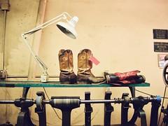McGee Boot Repair #1 (Gonzalo Campos Garrido) Tags: usa film lamp america vintage texas boots desk indoor desklamp