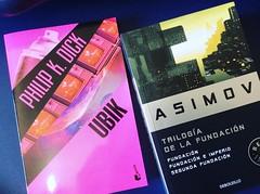 """Dos joyas de la literatura de ciencia ficción #ubik de #philipkdick y #fundación de #isaacasimov #maslecturamenostv """"La lectura, una forma gratuita de viajar y expandir nuestro vocabulario"""""""