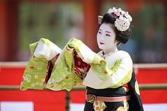 Beautiful moment (Teruhide Tomori) Tags: portrait festival japan lady dance kyoto stage performance event maiko   kimono tradition japon       heianjingushrine